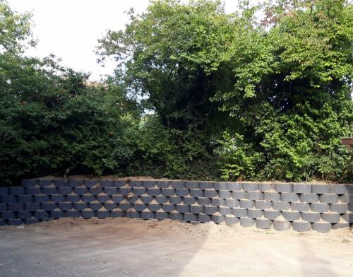 Steinmauer / Hochbeet